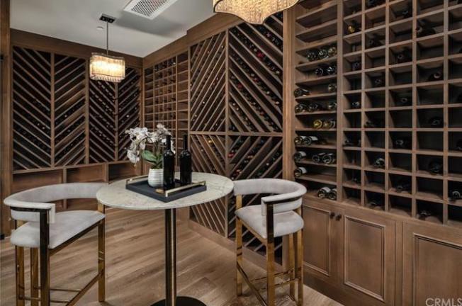 酒窖也是豪宅的一個配置。(經紀提供)