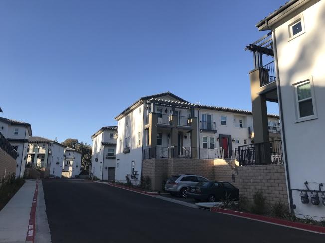 波莫那市區南部新建住宅區。(記者啟鉻/攝影)