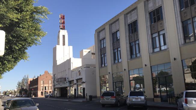 波莫那市中心的FOX電影院。(記者啟鉻/攝影)