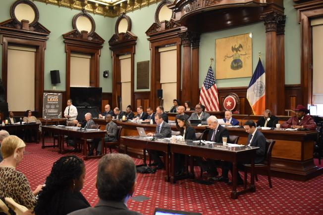 紐約市議會13日針對紐約市鉛害防制法令的執行狀況召開聯合監督聽證會。(記者顏嘉瑩/攝影)