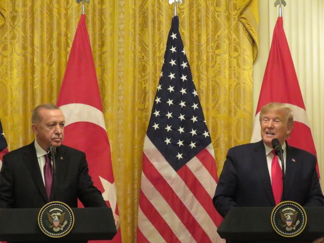 美國總統川普(右)與土耳其總統厄多安13日在白宮舉行聯合記者會。華盛頓記者張加/攝影