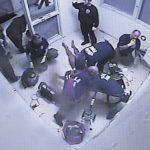 奧州囚犯傷頸裸身 5天沒人理暴斃 家屬獲賠1000萬