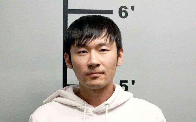 劉松華涉嫌使用偽造沃爾瑪禮品卡交易,被捕控罪。(警方提供)