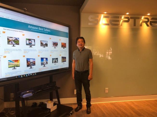 賽普特總裁劉凡群(Stephen Liu)耕耘電腦顯示器與電視機的研發與設計35年,如今在亞馬遜(Amazon)電腦顯示器(Computer Monitors)銷售排行榜上,前十名中賽普特就占了七名。(記者胡清揚/攝影)