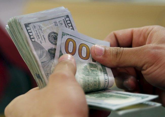 年金可以保證退休後每月有穩定的收入。(路透)