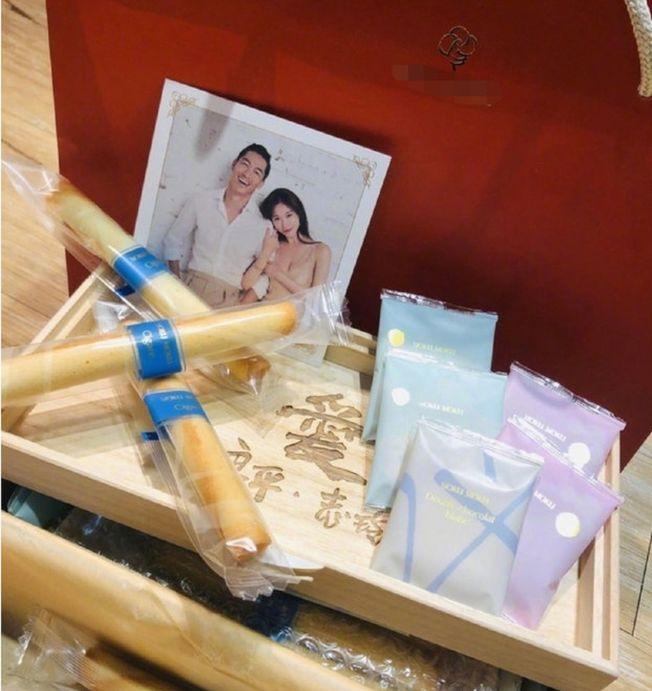 林志玲婚禮的伴手禮選用了蛋捲和巧克力。(圖:林志玲工作室提供)