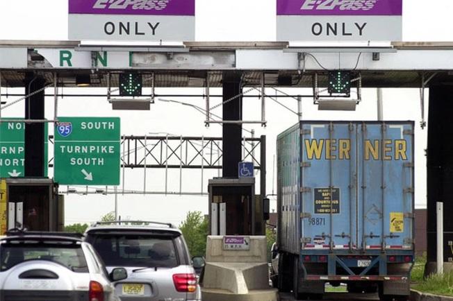 賓州收費高速公路2021年起將不收現金。(美聯社)