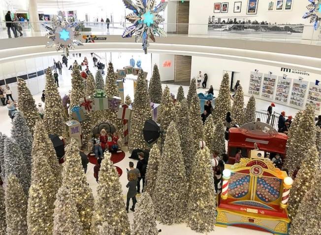 明州美國購物廣場(Mall of America) 感恩節周末將送出超過20萬元禮物及禮卡。(美國購物廣場臉書截圖)