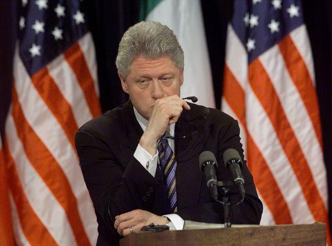 前總統柯林頓以過來人身分忠告川普,別理彈劾,專心施政。(Getty Images)