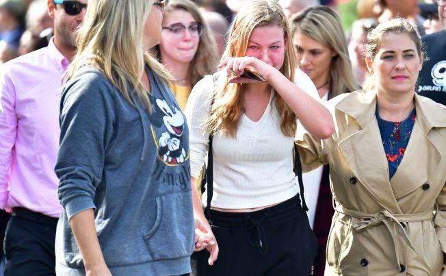 驚恐的學生餘悸猶存。(Getty Images)
