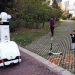 機器人進西安小區巡邏 還能測高空拋物