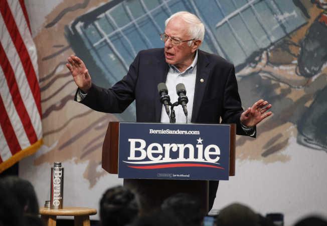 民主黨總統參選人桑德斯心臟病出院後,聲勢反而更旺。(美聯社)