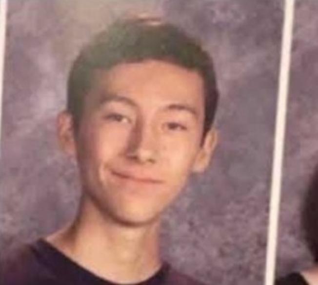 社媒網站貼出美日裔混血槍手是當天剛滿16歲的Nathaniel Berhow。(取自網路)