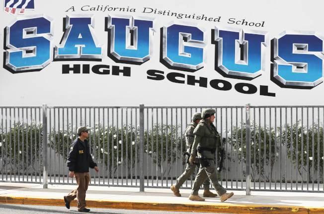 加州聖塔克拉利塔的索格斯高中14日早上發生槍擊案,造成多名學生死傷。(Getty Images)