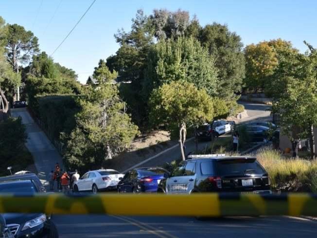 發生槍擊案的短租屋,就在山坡小徑之上。(美聯社)