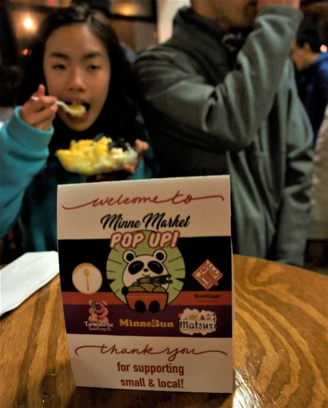 明尼亞波利斯市舉辦明尼快閃夜市(Minne Market pop up),宣傳亞洲小吃。(記者陳曼玲/攝影)