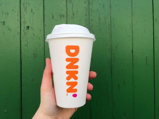 為了環保考慮,本月底開始,新英格蘭各家Dunkin'店將停用泡沫杯。(取自Dunkin'臉書)