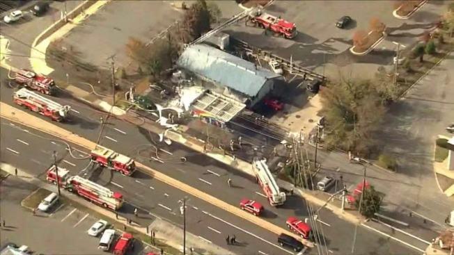 馬州蒙郡華裔聚集的洛克維爾市一間Sunoco加油站,15日早晨發生二級大火,被燒得面目全非。(取自WJLA)