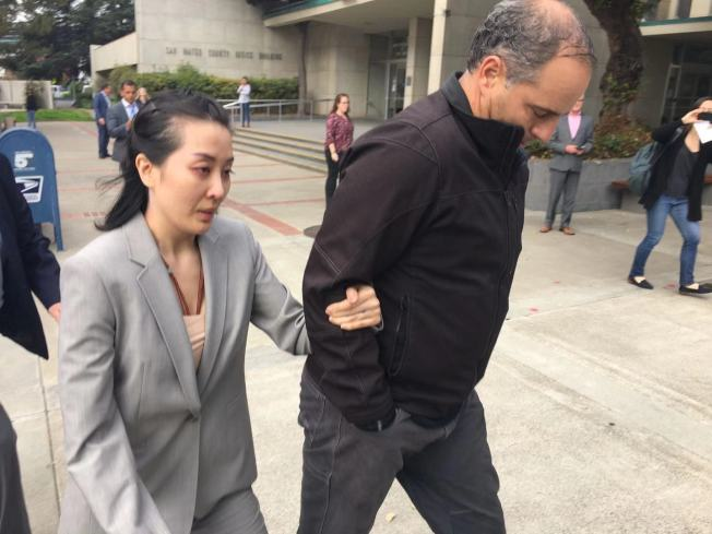 李薇(左)出庭聆判。(記者李晗 / 攝影)
