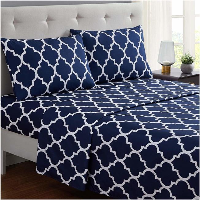 床單換個花色,臥室感覺完全不同。(Amazon)