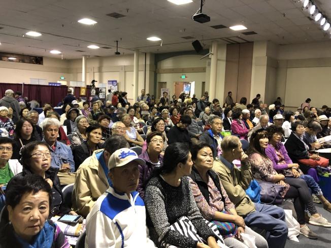 銀髮樂齡生活展,每一場講座都爆滿。(記者李雪/攝影)