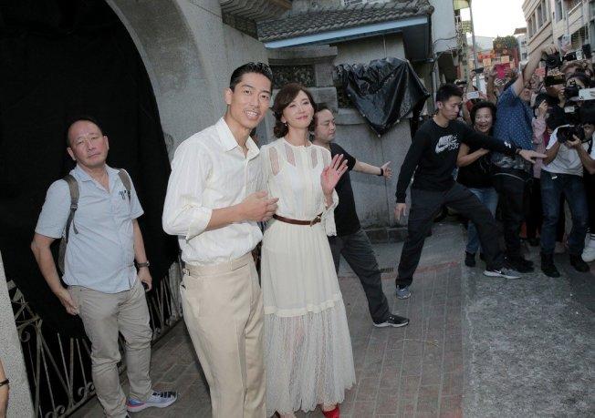 林志玲與日本天團「放浪兄弟」成員AKIRA17日在台南舉行世紀婚禮,小倆口下午2點多現身林志玲媽媽吳慈美有淵源的「吳氏大宗祠」彩排。圖/讀者提供