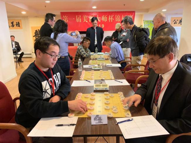 選手對弈爭奪首屆美洲象棋大師杯錦標賽的棋王。(記者牟蘭/攝影)