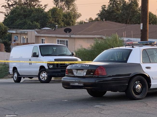 聖地牙哥發生家庭血案,五死一傷,警方於現場蒐證,封鎖街道。(記者陳良玨/攝影)