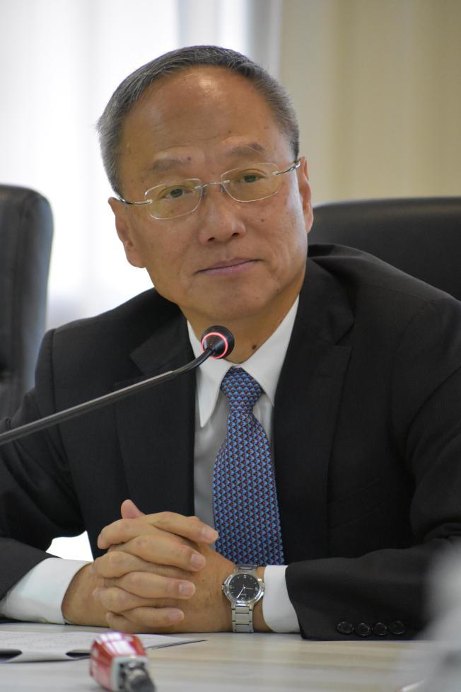 僑務委員會委員長吳新興稱,近年港澳人士移民台灣的數字在增加。(記者李秀蘭/攝影)