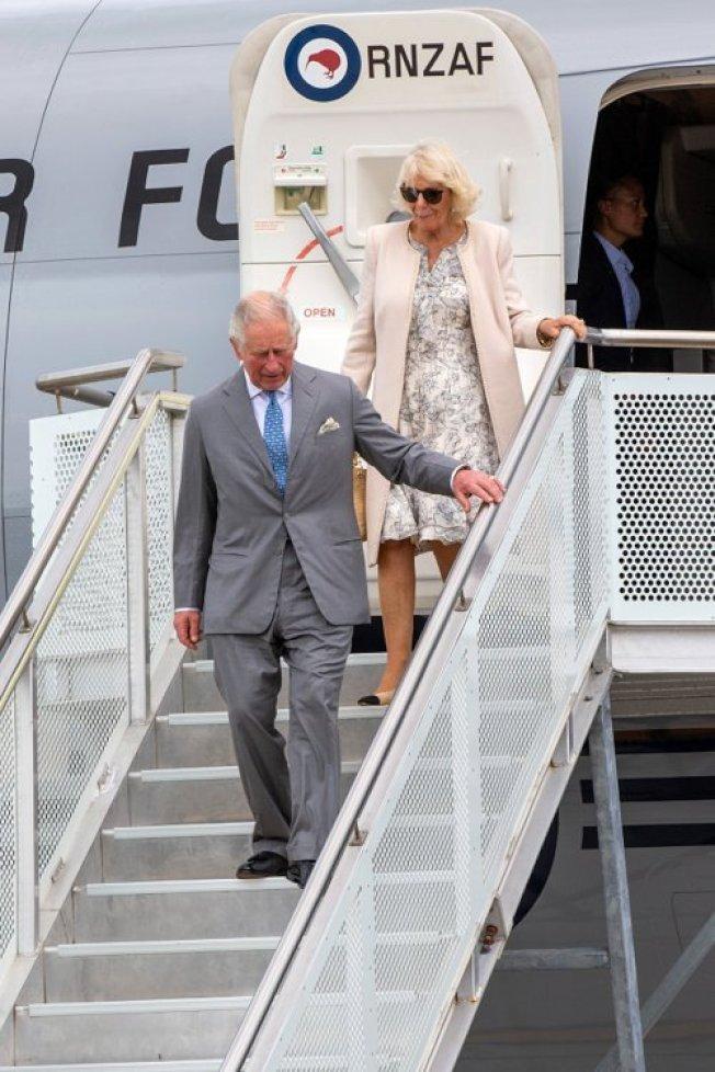 英國王儲查理(Prince Charles)與妻子、康瓦爾公爵夫人(Duchessof Cornwall)卡密拉(Camilla)17日抵達紐西蘭訪問一周,訪問重點包括環境問題和支持受家暴婦女。 歐新社