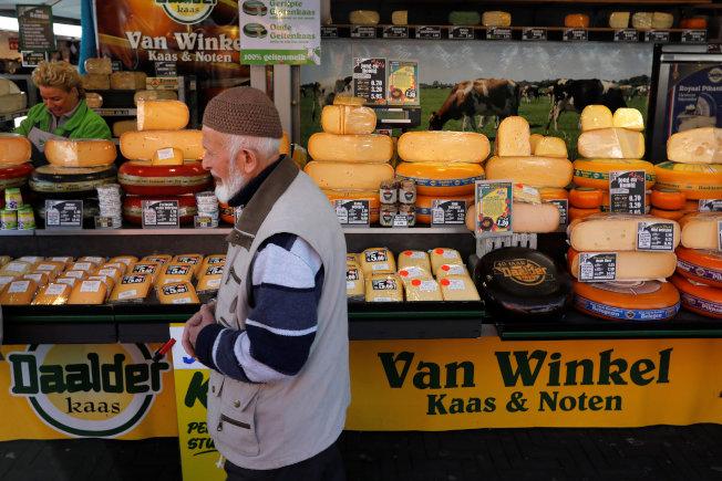 根據Future Market Insights,全球植物乳酪去年的市場規模為19億美元,遠遠不及規模1,210億美元的乳酪市場。路透