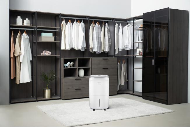 可同時濕機、清淨空氣、烘鞋、烘衣的四效合一清淨除濕機。圖/WINIX提供