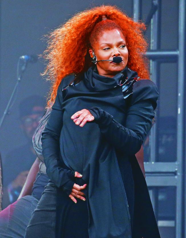 珍娜傑克森在澳洲布里斯本開演唱會,疑似部分對嘴讓現場歌迷相當憤怒。(路透)