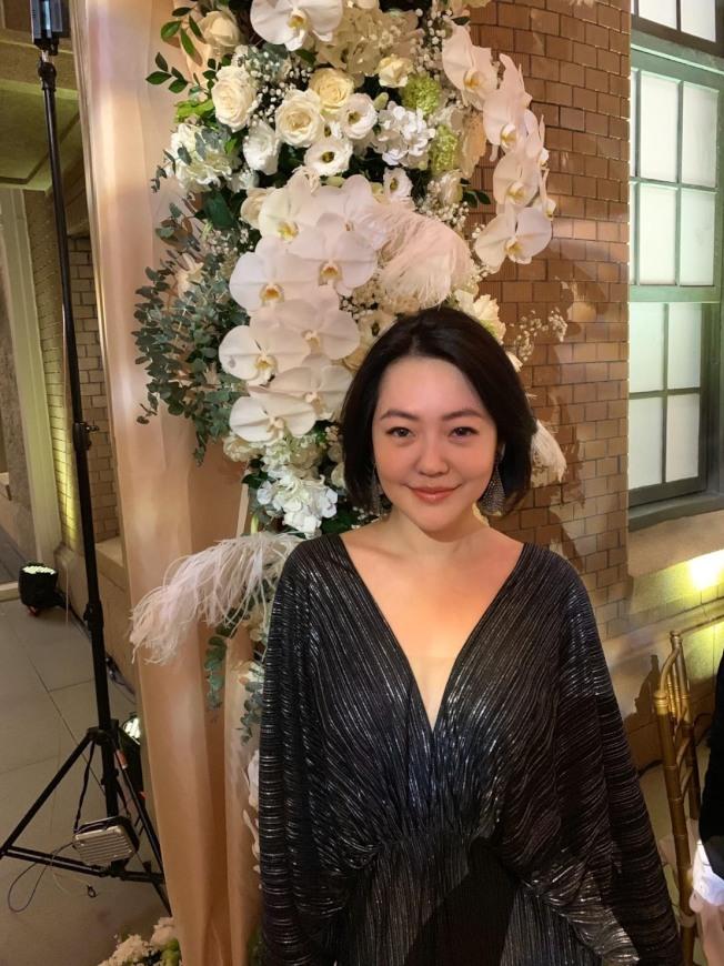 小S身穿黑色V領洋裝,低調打扮,現身林志玲大婚晚宴會場。(圖:小S提供)