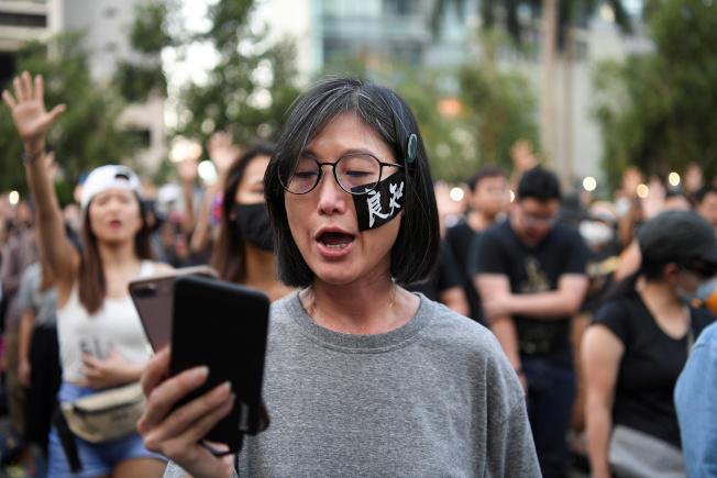 香港反送中示威者17日在抗議。(路透)