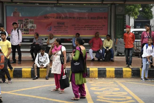 免費搭乘公車政策不分年齡,只要是女性都適用。(Getty Images)