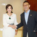劉曉慶分手姜文25年 後台巧遇大方握手