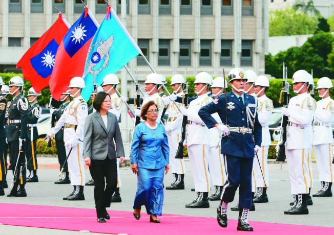 圖為去年7月馬紹爾總統海妮(右)訪台,蔡英文總統(左)迎接。(本報資料照片)
