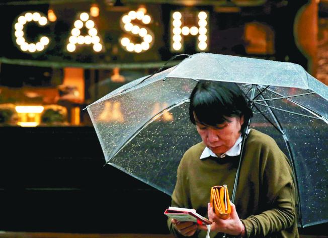 調查顯示,約五分之一的日本家庭會使用電子貨幣進行小額支付,比率較一年前提升。路透