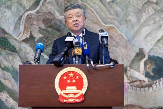 劉曉明18日在倫敦召開記者會談論香港局勢。(Getty Images)