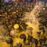 快看世界 現場直擊香港理大變圍城 示威者發視頻求救