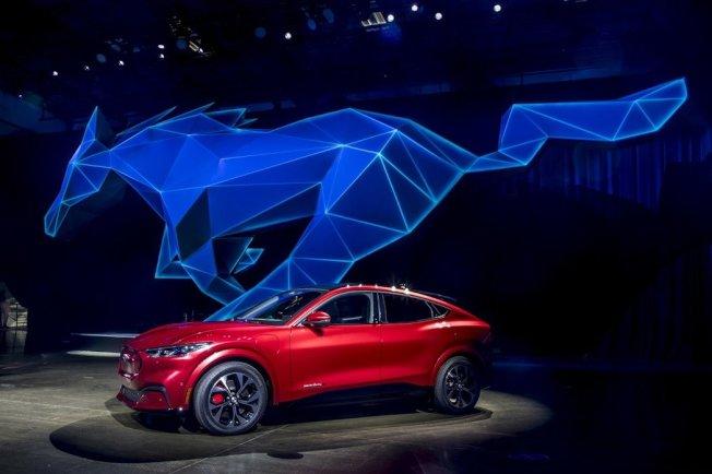 福特汽車首款純電動休旅車野馬Mach-E,17日在洛杉磯亮相。歐新社