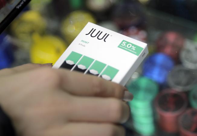 Juul公司薄荷味電子菸是爭議核心。(美聯社)