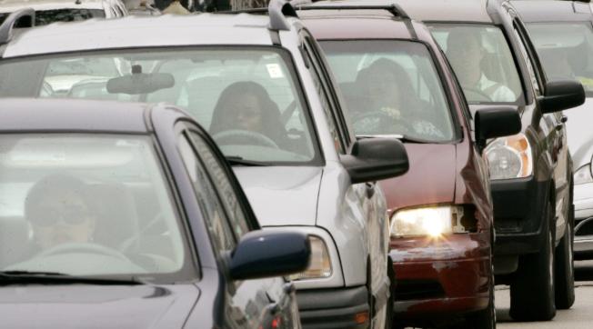 州長公路安全協會報告指出,去年全美有803名未扣安全帶的後座乘客死於車禍。(美聯社)