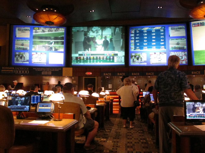 亞城市議會要求投票詢問居民意向,是否支持成立賭博特區。圖為大西洋城百佳利賭場運動下注區。(美聯社)
