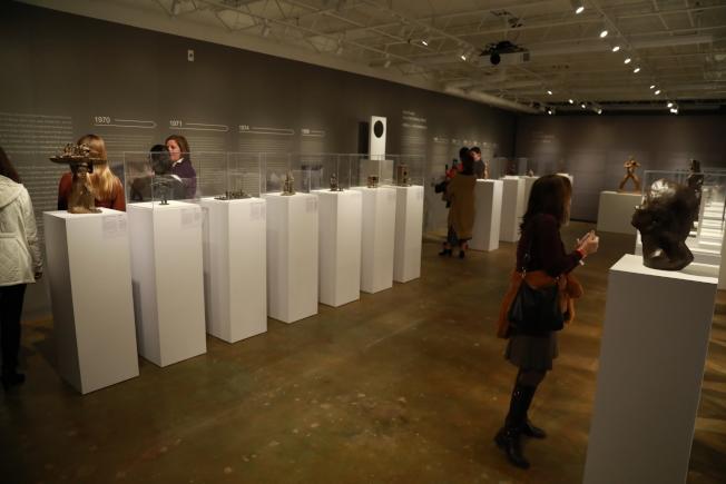 中國已故雕塑家劉士銘的「仁者愛人」雕塑藝術展,上周末在華盛頓特區的華盛頓亞洲藝術館開幕,展出劉士銘在世時親手鑄造的63件作品。(記者羅曉媛/攝影)