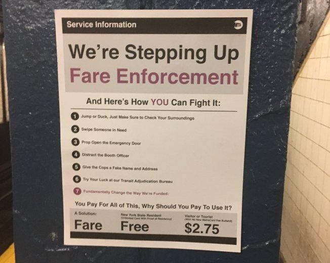 全市多處地鐵站被抗議者貼上「假公告」,呼籲當局應從基本改善目前MTA獲取經費的方式。(取自推特)