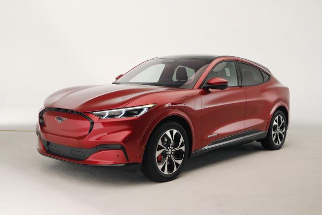 在洛杉磯車展開幕前夕,福特公司宣布推出第一輛全電動多功能車Mustang Mach E。(美聯社)