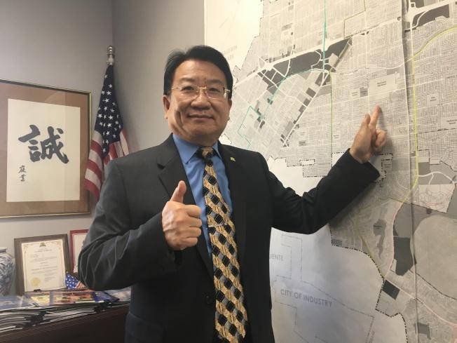 華裔吳桐淮就任西柯汶納市市長。(記者啟鉻/攝影)