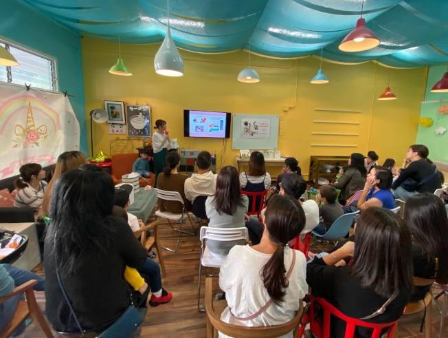 袁詠姍17日首次舉辦講座,不少家長帶孩子前來。(袁詠姍供圖)